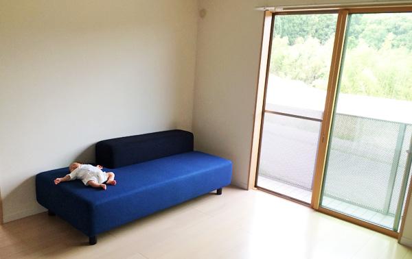 背もたれのない無印のソファベンチが優秀!賃貸でも部屋を広く使える