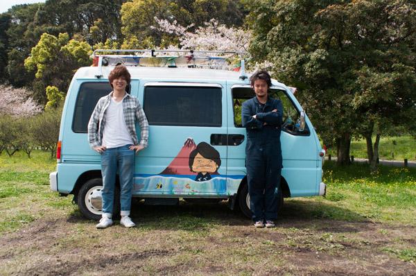 福岡太宰府のイケメン似顔絵師がLIGの車にペイントする企画の密着レポート