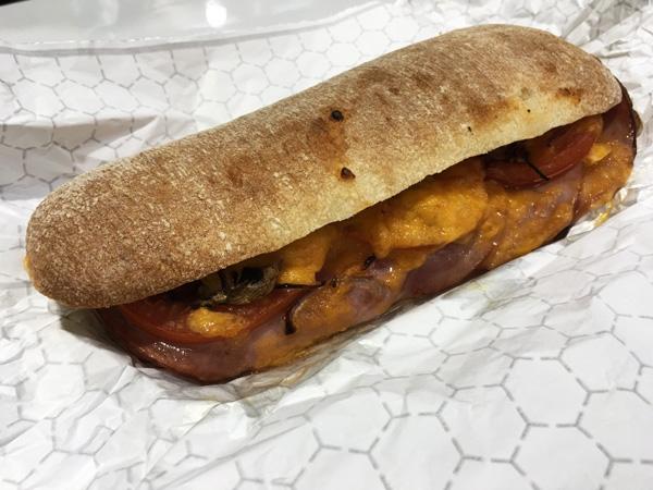"""コストコのフードコートの新メニュー""""チャバタホットサンドイッチ""""を食べてきた#食レポ"""