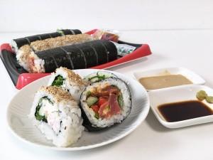 一貫71円!コストコのまぐろとサーモン寿司のサーモン太巻きが美味