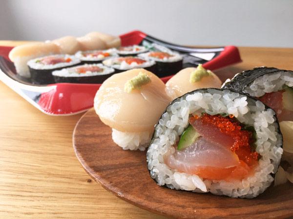 コストコの海鮮巻と旬のにぎり寿司が美味。分厚いホタテが絶品