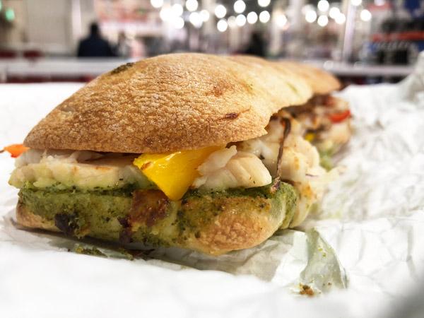 """【コストコ】フードコートの""""チキンチャバタホットサンドイッチ""""を食べてきた #新商品"""