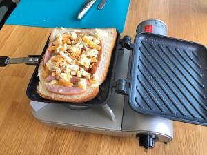 シンプルでお洒落なシルバーのキッチンバサミ。切れ味もバツグンでマジ便利!