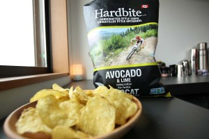 【コストコ】新商品のアボカド&ライムポテトチップス[Hardbiteハードバイト]を食べた感想