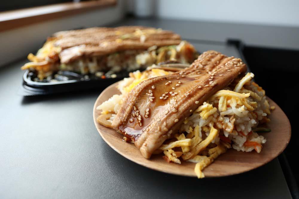 【コストコ】新商品煮穴子ちらし寿司を食べた感想&保存方法を紹介